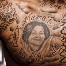 JR史密斯胸部母亲肖像纹身