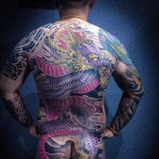 全身霸气的邪龙纹身图案