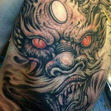 满背经典凶悍的邪龙纹身图案
