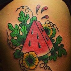 大腿一块西瓜纹身图案
