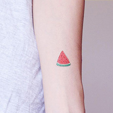手臂一小块西瓜纹身图案
