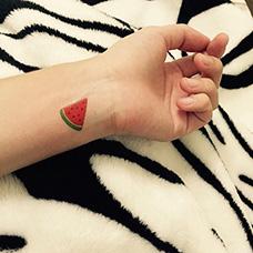 手腕一小块西瓜纹身图案
