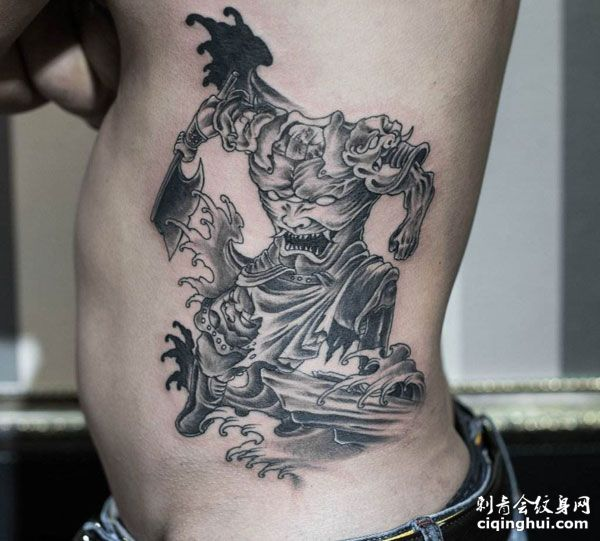 侧腰刑天纹身图案