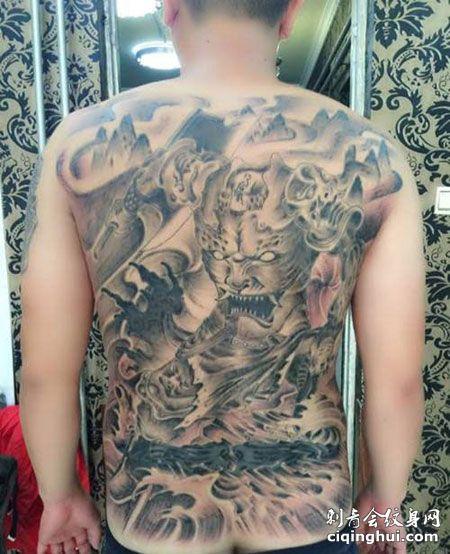满背经典刑天纹身图案