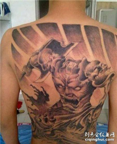 满背个性刑天纹身图案