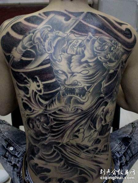 满背霸气的刑天纹身图案