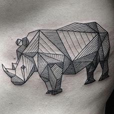胸前几何犀牛纹身图片