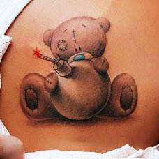 肩部性感熊娃娃纹身图案