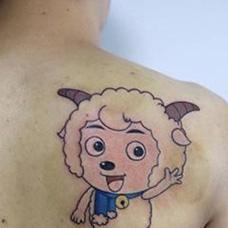 男士背部喜羊羊纹身图案
