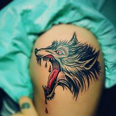 大臂血狼纹身图片