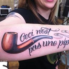 女生手臂烟斗纹身图案