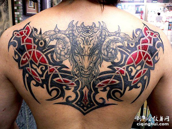 背部羊头纹身图案