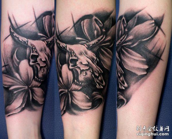 手臂羊头百合花纹身图案图片