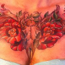 花胸羊头骷髅玫瑰花纹身图案