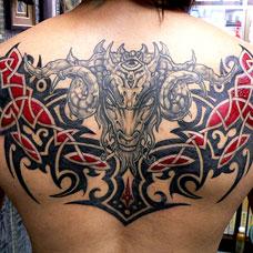 背部羊头图腾纹身图案