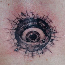 背部创意眼睛纹身图案