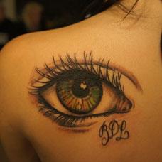 肩部性感的眼睛纹身图案