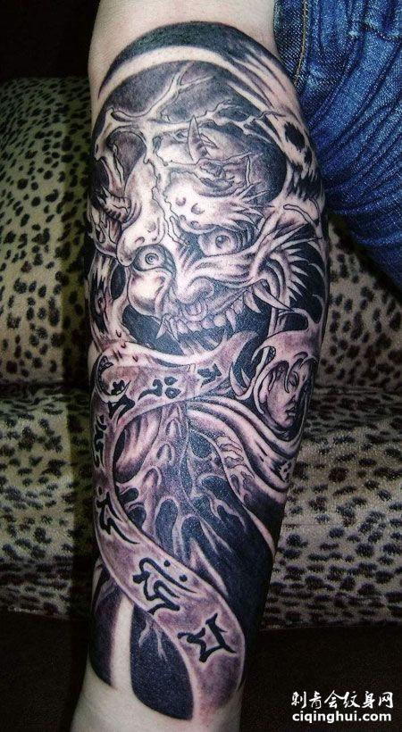 手臂个性阎王纹身图案