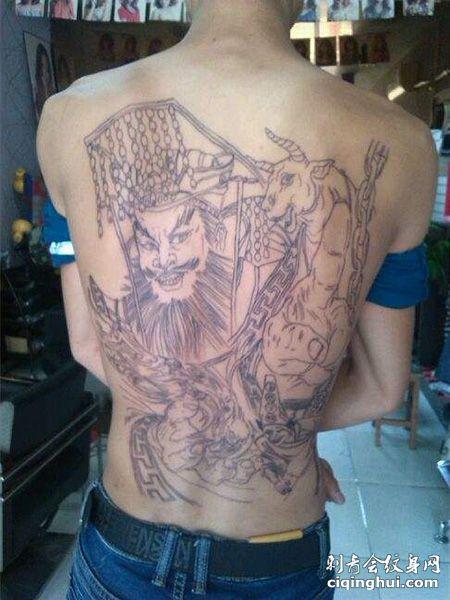 背部线条阎王纹身图案