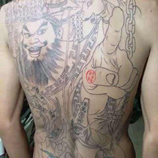 男士背部线条阎王纹身图案