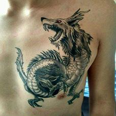 胸前帅气的睚眦纹身图案