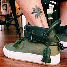 脚踝黑色椰树纹身图片