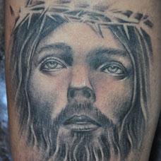 手臂写实黑白耶稣纹身图片