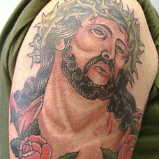 大臂彩色耶稣纹身图案