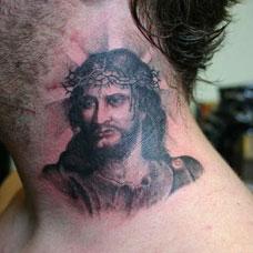 颈部耶稣纹身图案