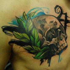 胸部帅气叶子骷髅头纹身图案