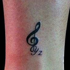 脚踝音符纹身图案