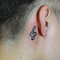 耳后的音乐符号纹身图案