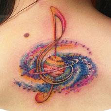 颈部后彩色音乐符号纹身图案