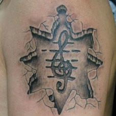 大臂石刻音乐符号纹身图案