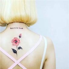 女生背部罂粟花纹身图片