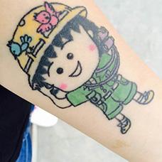 女生手臂樱桃小丸子纹身图片