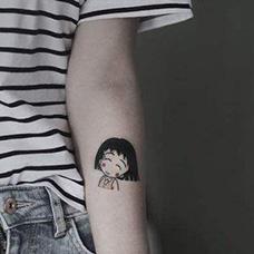 女生手臂内侧樱桃小丸子纹身图片