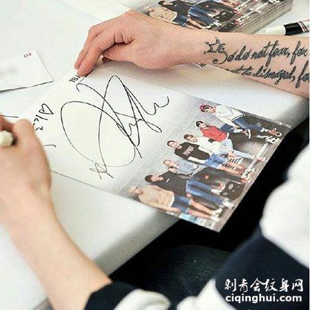 BTOB成员李昌燮圣经段落英文纹身