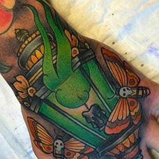 手背绿色油灯纹身图案