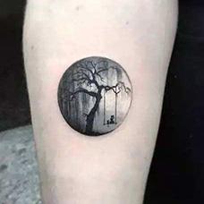手臂黑暗森林圆形纹身图案