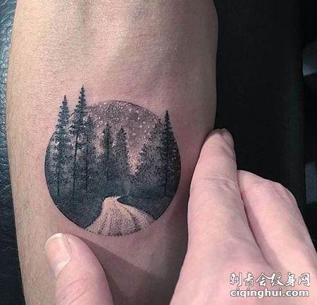 手臂圆形夜景纹身图案