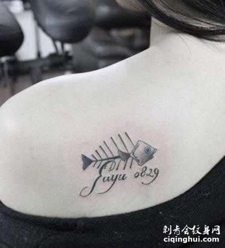 女生肩部鱼骨纹身图案