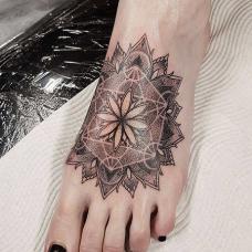 时尚女生脚背瑜伽纹身图案