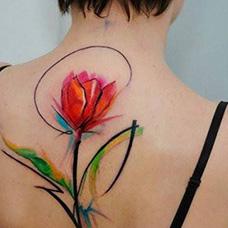 背部唯美郁金香纹身图片