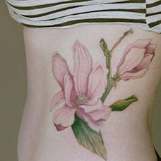 腰部玉兰花纹身图片