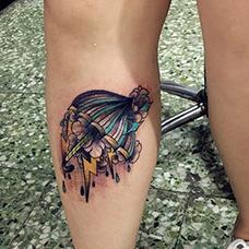 小腿可爱的雨伞纹身图案