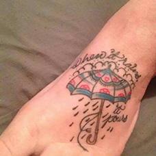 脚背雨伞纹身图案