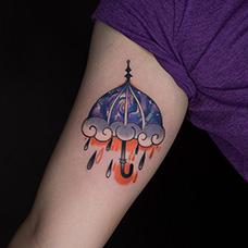 大臂可爱的雨伞纹身图案