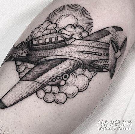 腿部鲨鱼嘴战斗机纹身图案