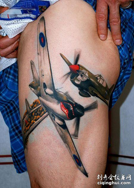 大腿帅气的战斗机纹身图案